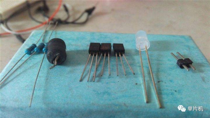 DIY简易非接触式电笔,隔空判断零火线